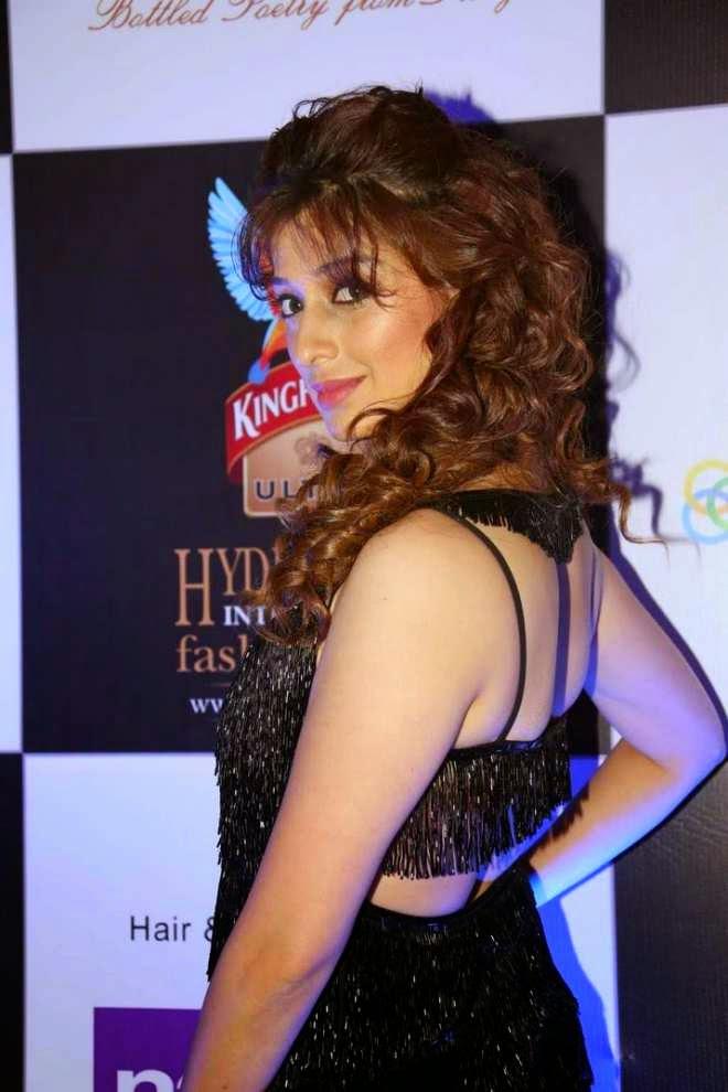 raai lakshmi latest hot photos