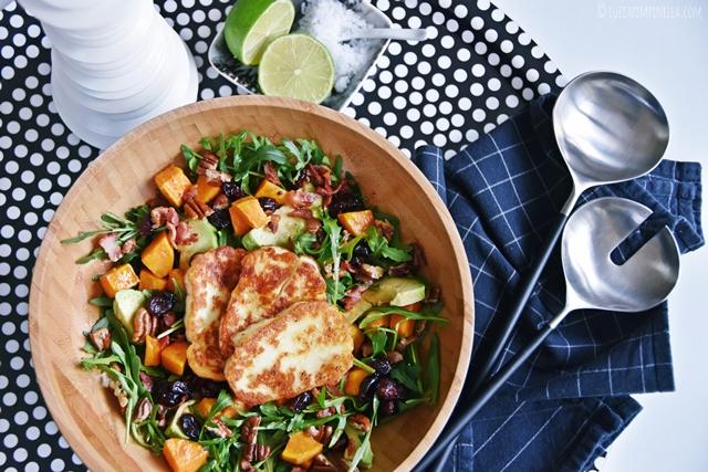 luzia pimpinella | food | rezept für superfood wintersalat mit süsskartoffeln, avocado, cranberries und halloumi