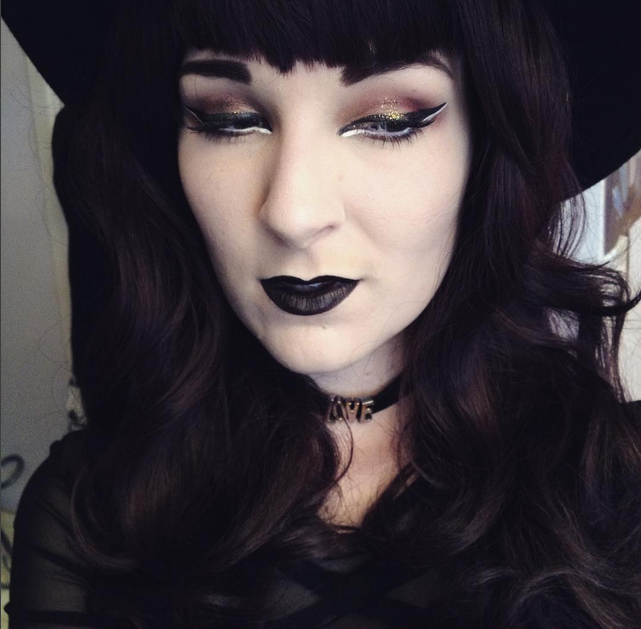 wig lime crime velvetine black velvet witch witchy make up fotd hat illamasqua scribe white eyeliner glitter 70s 60s retro alternative goth gothic