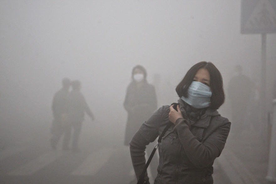 #18 Girl Walks Through Smog In Beijing, Where Small-Particle Pollution Is 40 Times Over International Safety Standard - 22 Heartbreaking Photos Of Pollution That Will Inspire You To Recycle