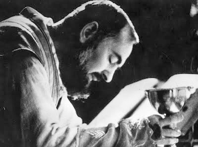 Capuchin+Friar+Padre+Pio+celebrating+Mass.jpg (400×297)
