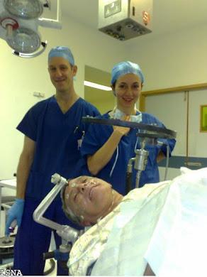 خانم گلاره محمدزاده جوانترین جراح مغز و اعصاب انگلستان که ایرانی هستند و افتخار ایرانیان عزیز !