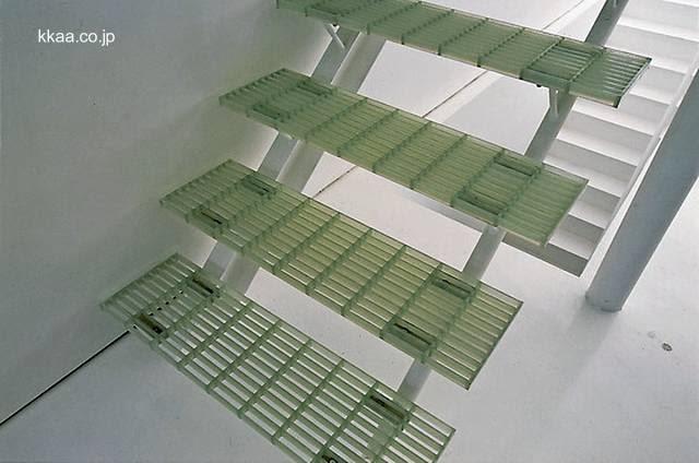 Escalera interior minimalista