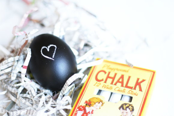 Oster Dekoration: DIY Tafelack Eier - Chalk Eggs