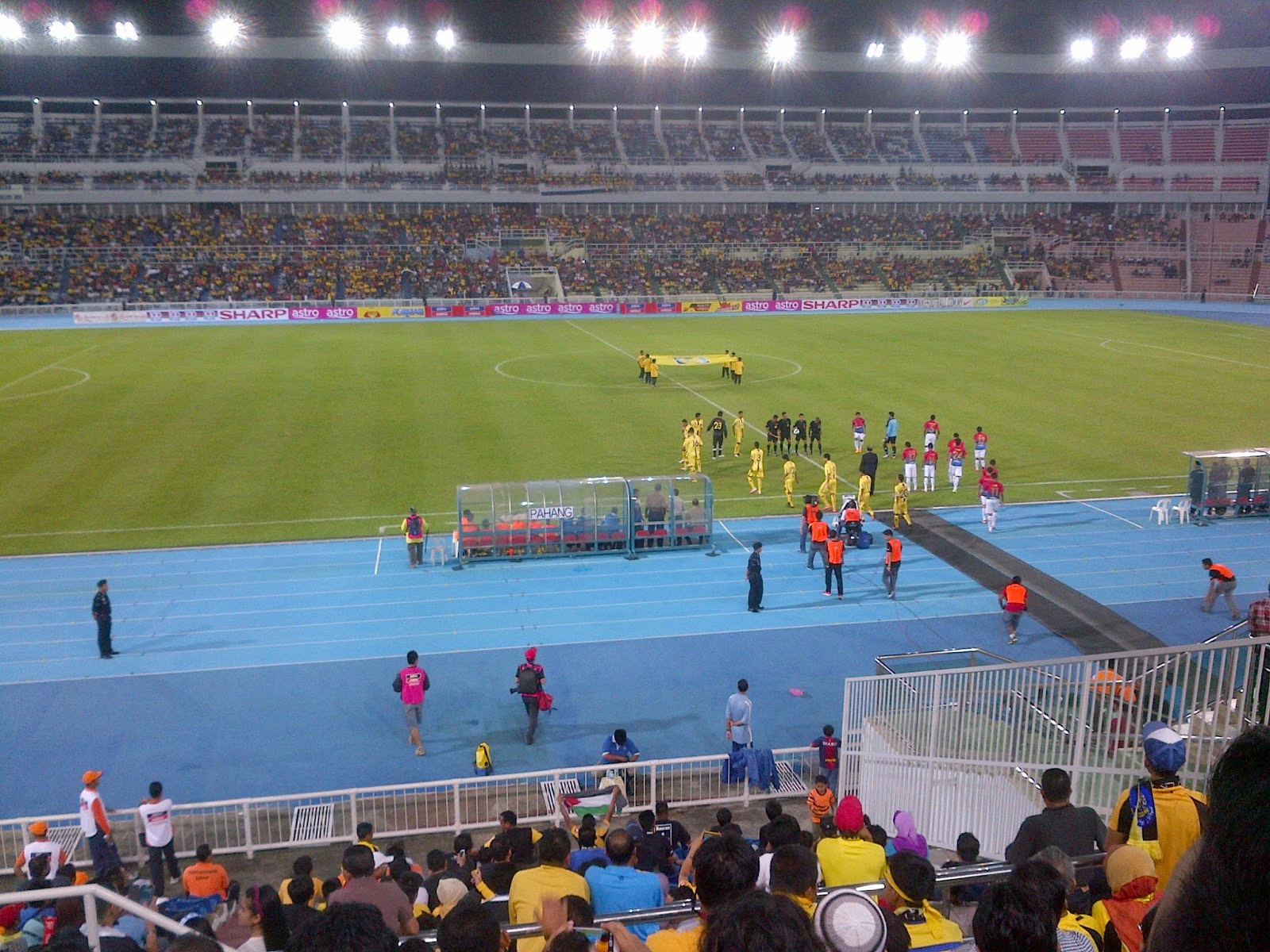http://1.bp.blogspot.com/-kC5Bg7gti6E/UO57hzvEzmI/AAAAAAAADOs/nMksREVJKgk/s1600/Liga+Super+-+Pahang+vs+Johor+Darul+Takzim+FC3.jpg