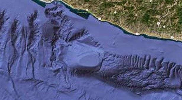 Entrada Submarina Gigante ha sido Descubierta en la Costa de California Base+ufo-california4
