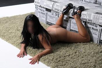 Feito uma gatinha no tapete