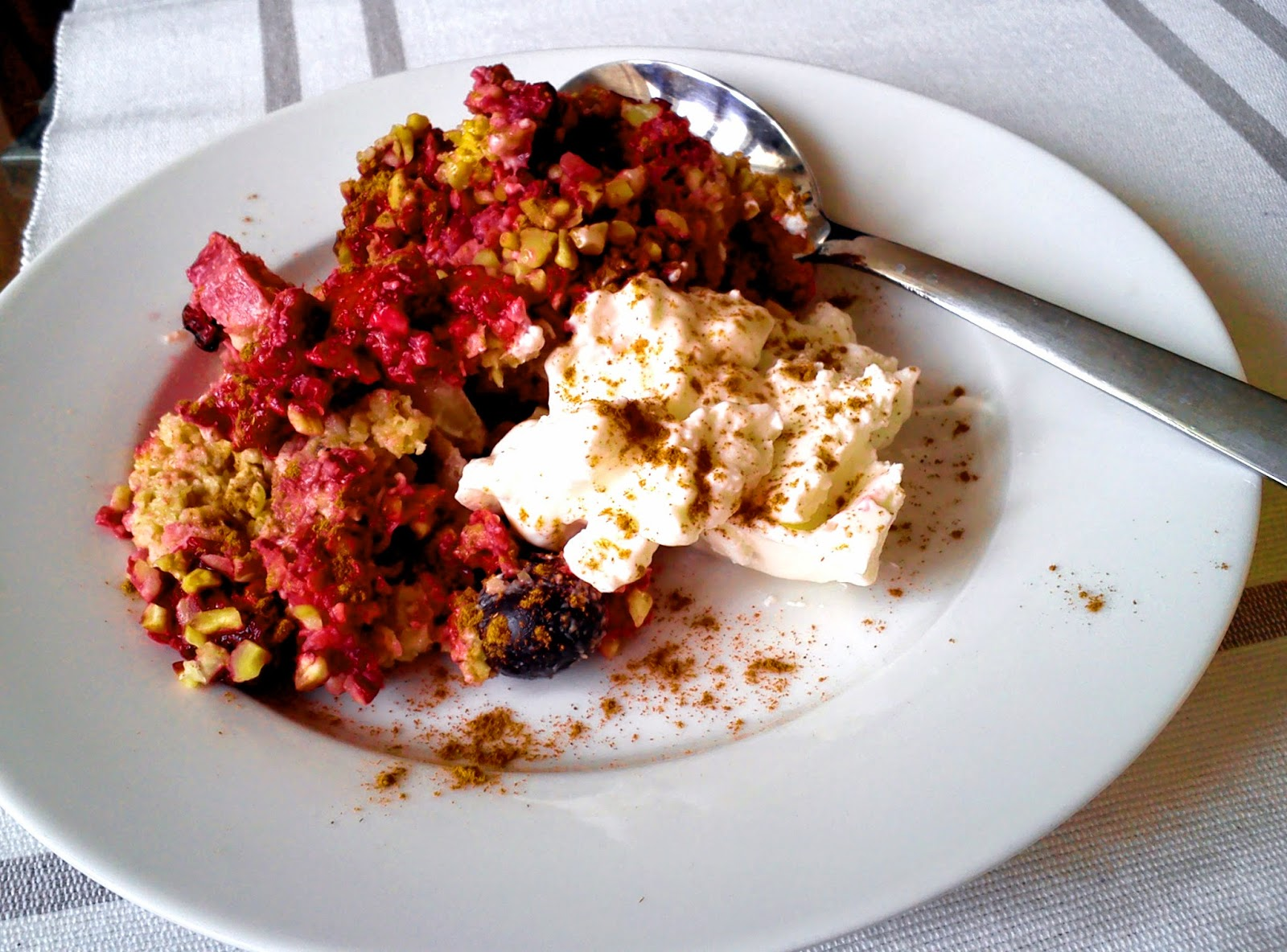 Reseptit: vadelma-banaani-kauraherkku Äitienpäivän kunniaksi.