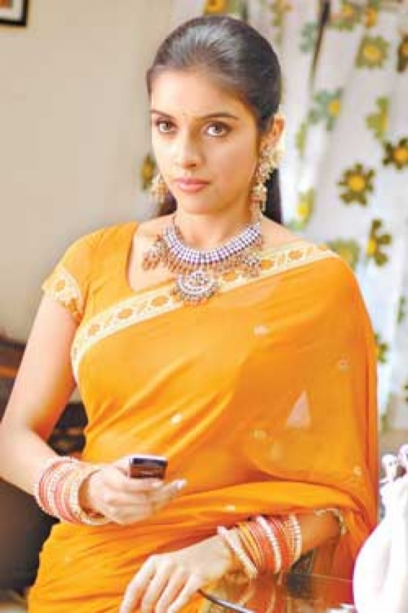 asin different pictures of asin in saree