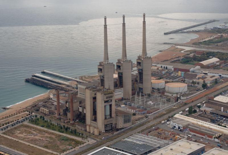 Patrimonio industrial arquitect nico las tres chimeneas de sant adri a n sin proyecto de - Chimeneas barcelona ...