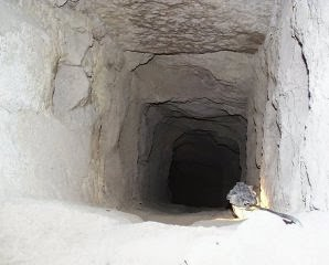 Evacuation shaft leading from antechamber to descending passage of Khufu pyramid