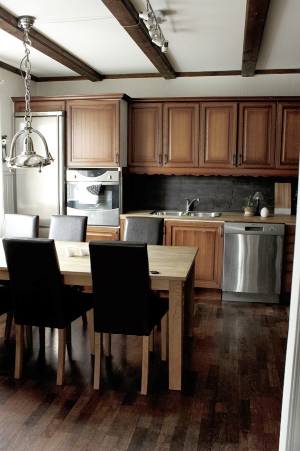 före renoveringen i köket, bilder på före och efter renovering