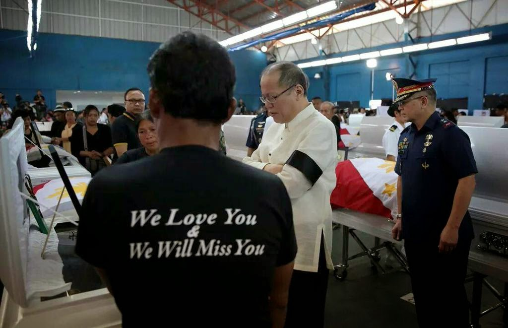 President Noy offers a moment of silent prayer before the remains of the fallen PNP-SAF Troopers.