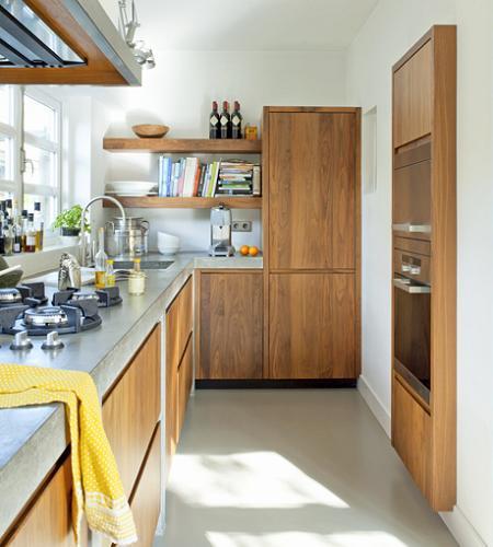 Decotips una cocina larga y estrecha no es problema for Cocinas alargadas y estrechas fotos