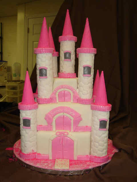 Easy Castle Cakes for Girls http://cakefoodpizza.blogspot.com/2012/02/easy-girls-birthday-cakes-ideas-to-make.html