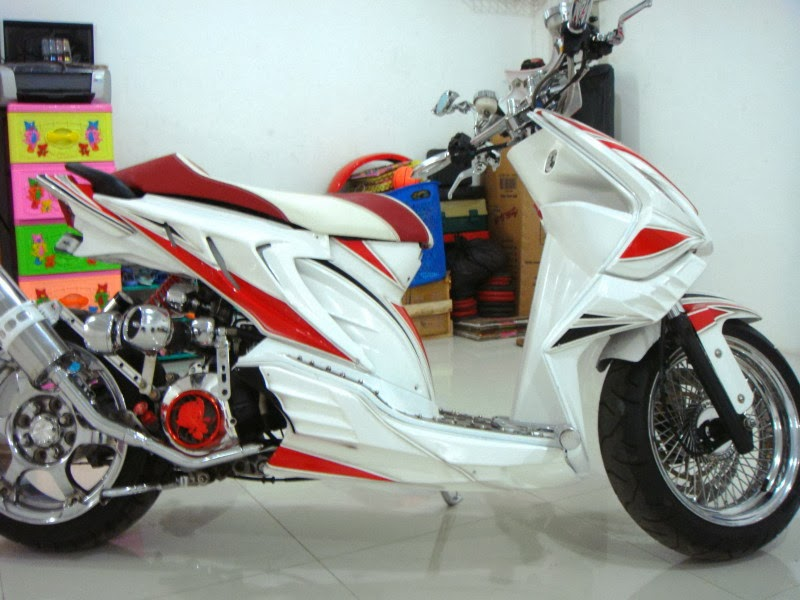 Gambar Modifikasi Motor Honda Beat Putih Injeksi Velg 17 Jari-Jari