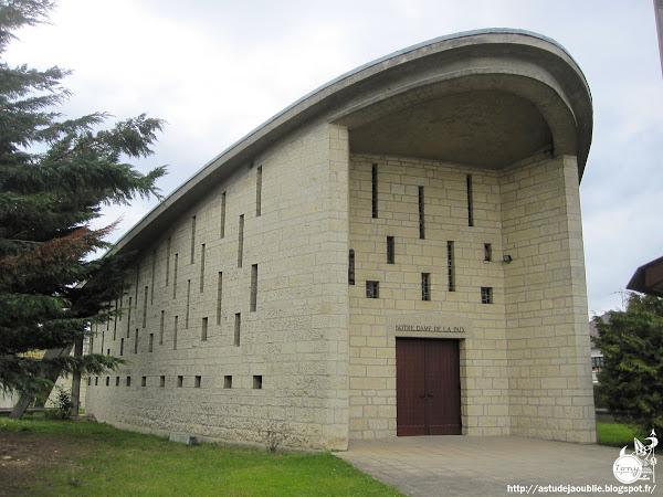 Villeparisis - Église Notre-Dame de la Paix  Architecte: Maurice Novarina  Construction: 1955