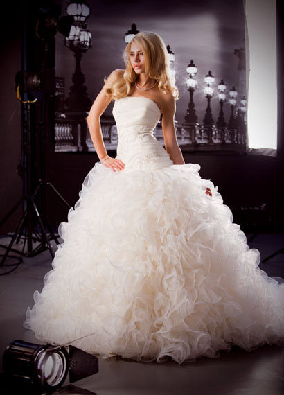 robes de mariage robes de soir e et d coration robe de mari e anita jakobson. Black Bedroom Furniture Sets. Home Design Ideas