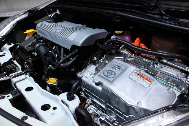 Elegant And Luxury Car Toyota Yaris Hybrid 2013