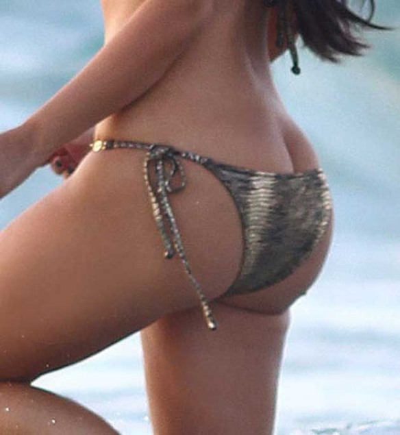 Kim Kardashian Latest Hot Pictures in Bikini