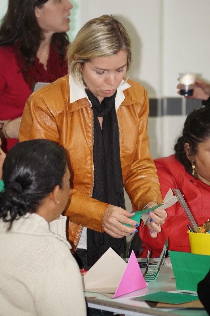 A professora Marcia Tayt-Sohn dá dicas para confecção de materiais pedagógicos