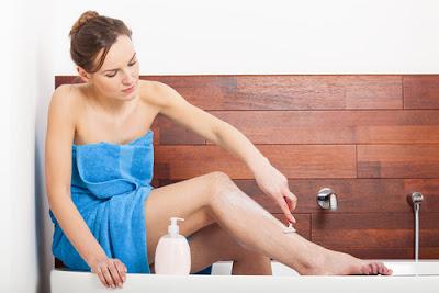 woman_shaving_legs