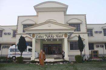 Gambar Bhante Candasilo Thera di hotel India