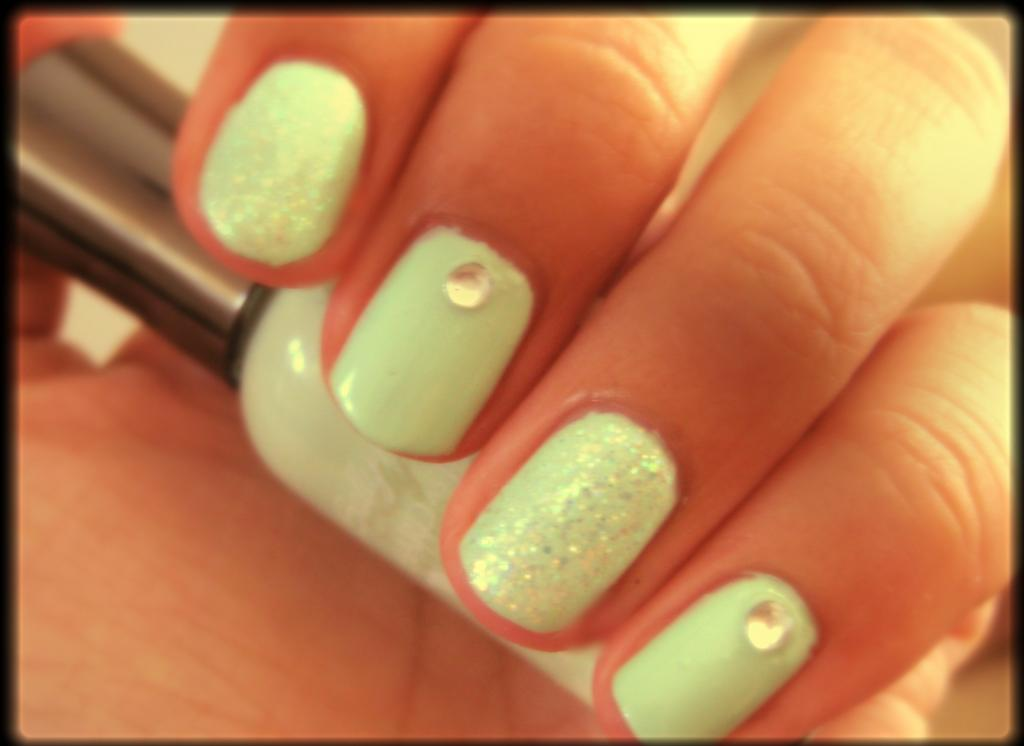 5 Finger Discount: Cute Holiday Nail Art on a budget: Mint and Gem Nails