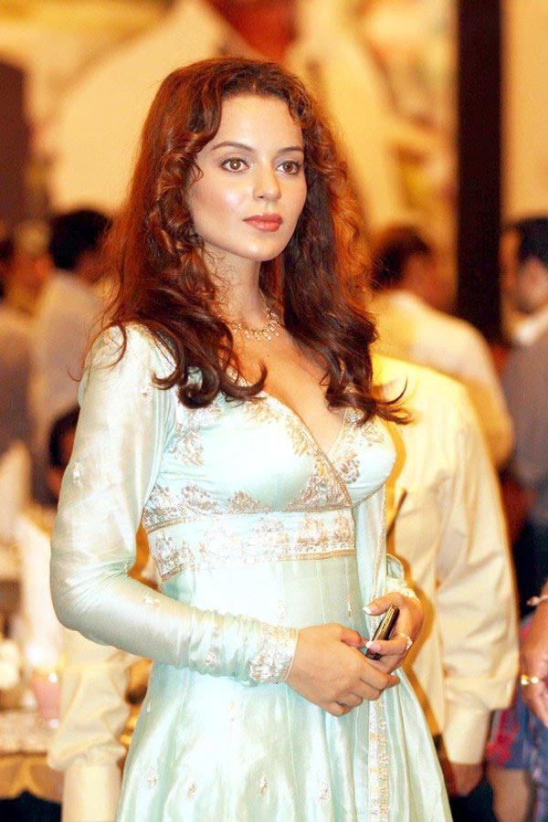 http://1.bp.blogspot.com/-kFUoSQSda54/TfoMf6DpVpI/AAAAAAAAITQ/ZYmi3gXN8OM/s1600/kangna-ranaut-knock-out-launch-01-0006_indian%2Bmasala_01indianmasala.blogspot.com.jpg