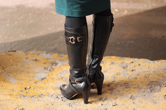 StyleSidebar - High black boots with gold buckle detail