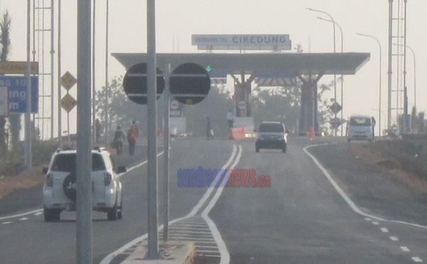 Salah satu pintu tol Cikopali yang bisa mengakses ke Al-Zaytun, Indramayu