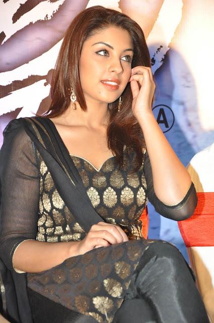 pics of Richa Gangopadhyay