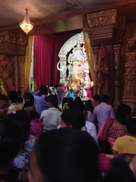 Altar de Ganesh na Laxmi Road Índia