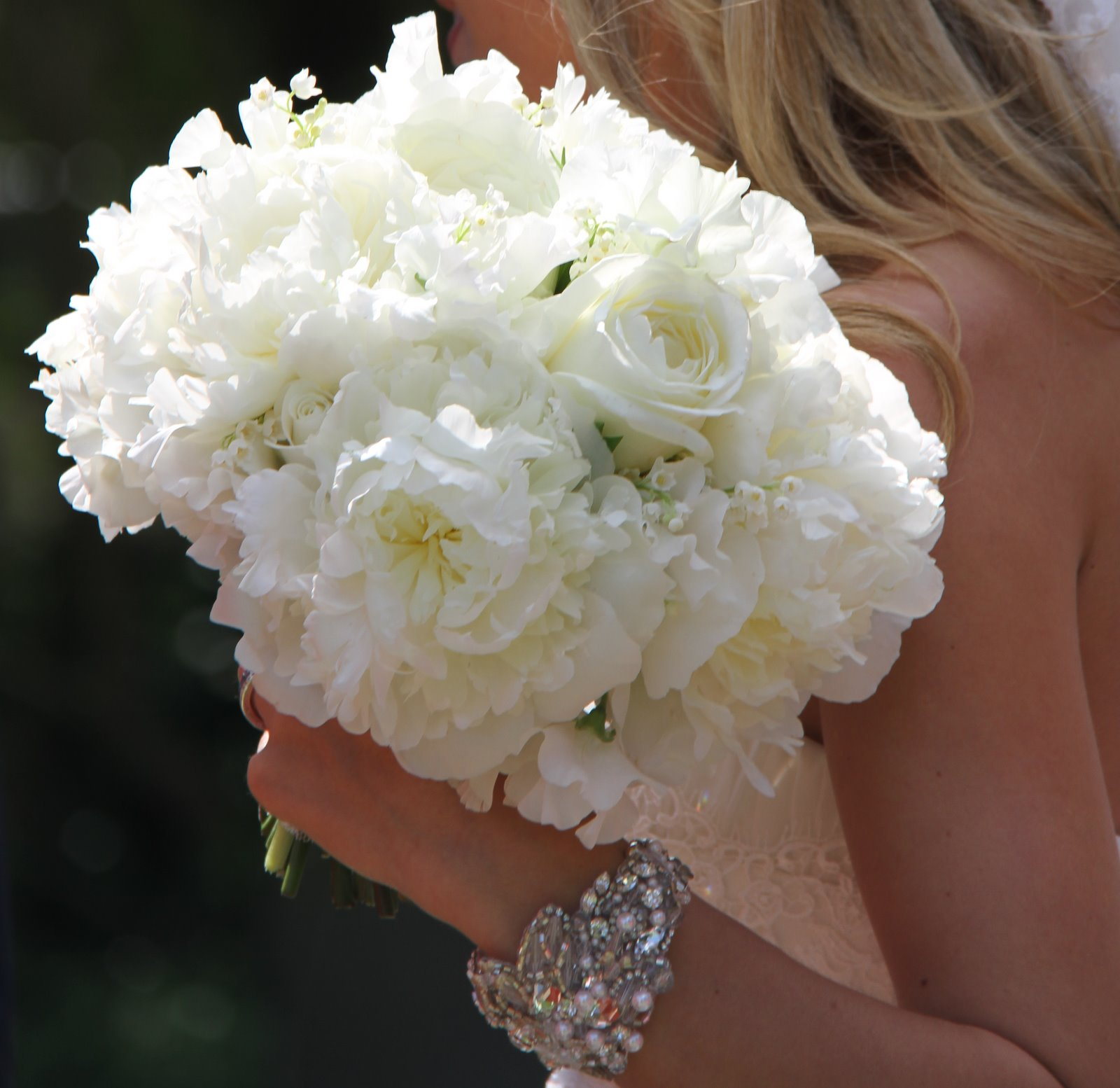 The flower magician all white wedding bouquet for Wedding bouquets