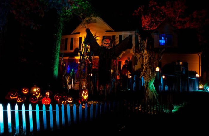 Spooky Halloween Front Yard Decorations ~ Damn Cool Pictures ~ 210214_Halloween Decorating Ideas Yard Scary