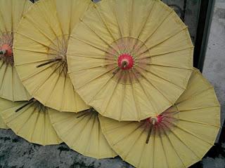 Payung geulis dari bahan kertas setengah jadi