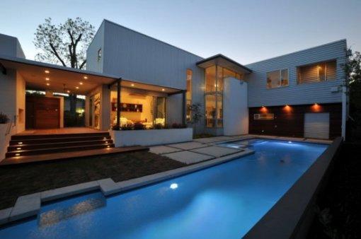 Orvas arquitectura estilo de fachadas minimalistas for Casa minimalista con piscina
