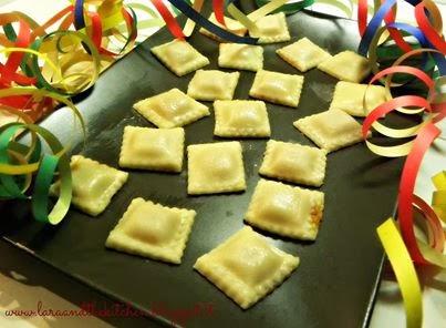 ricetta di una blog amica :lara&thekitchen: i ravioli di carnevale, ma come li sappiamo fare a...