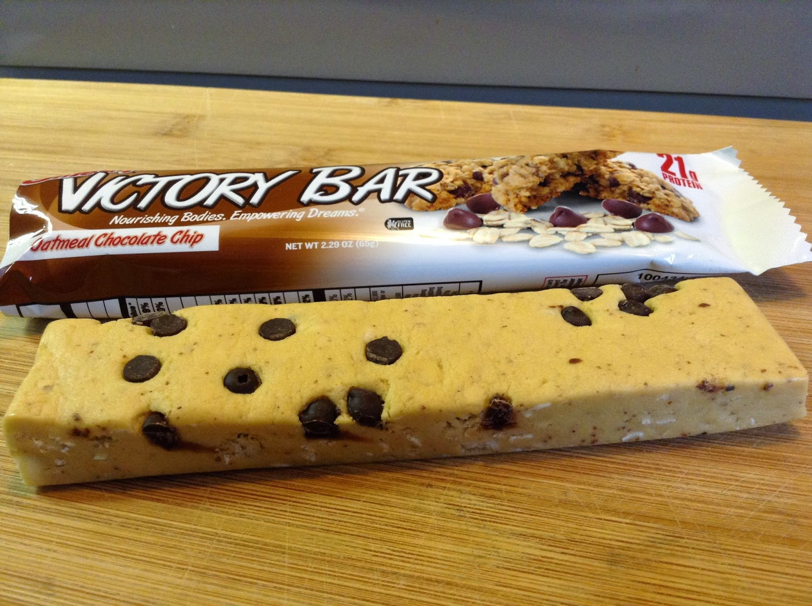 Bruises and Calluses: Victory bar Oatmeal Chocolate Chip Review
