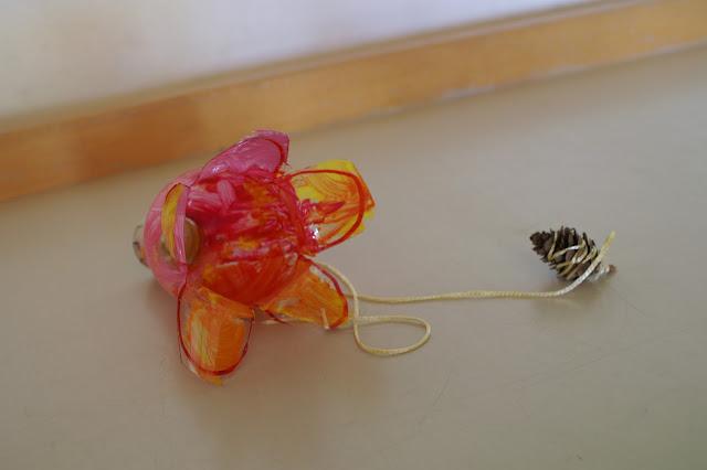 Fangbecher Blume und Biene