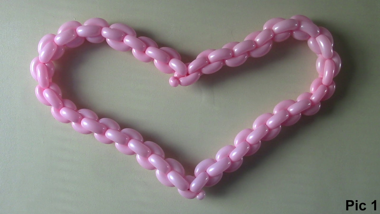 Balloon animals twisting instructions how to make balloon - How to make heart balloon ...