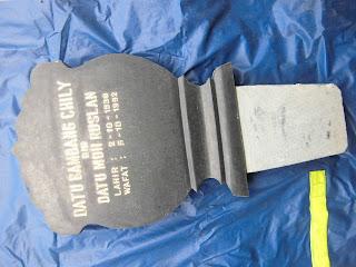 Batu nisan kembang jenis granit