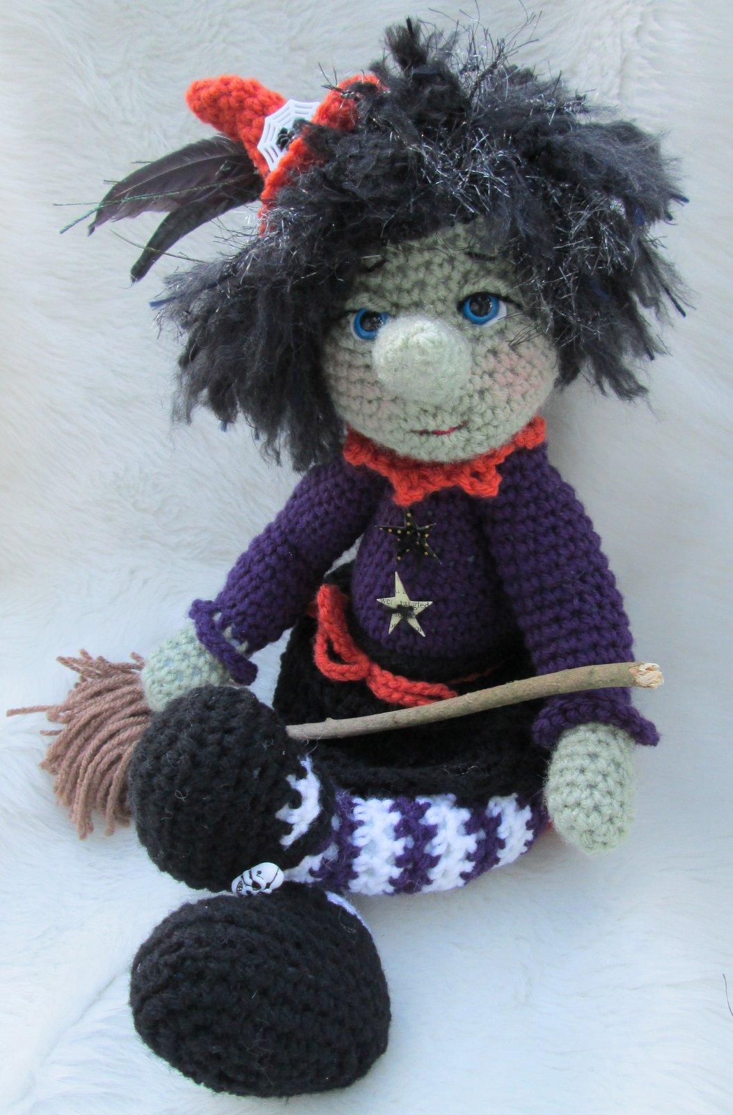 Teri\'s Blog: New Cute Witch Crochet Pattern