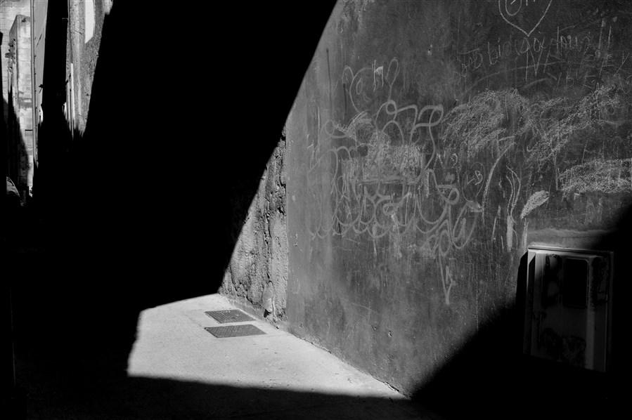 1 L'imaginaire des pierres - Rue des Dominicains - Arles
