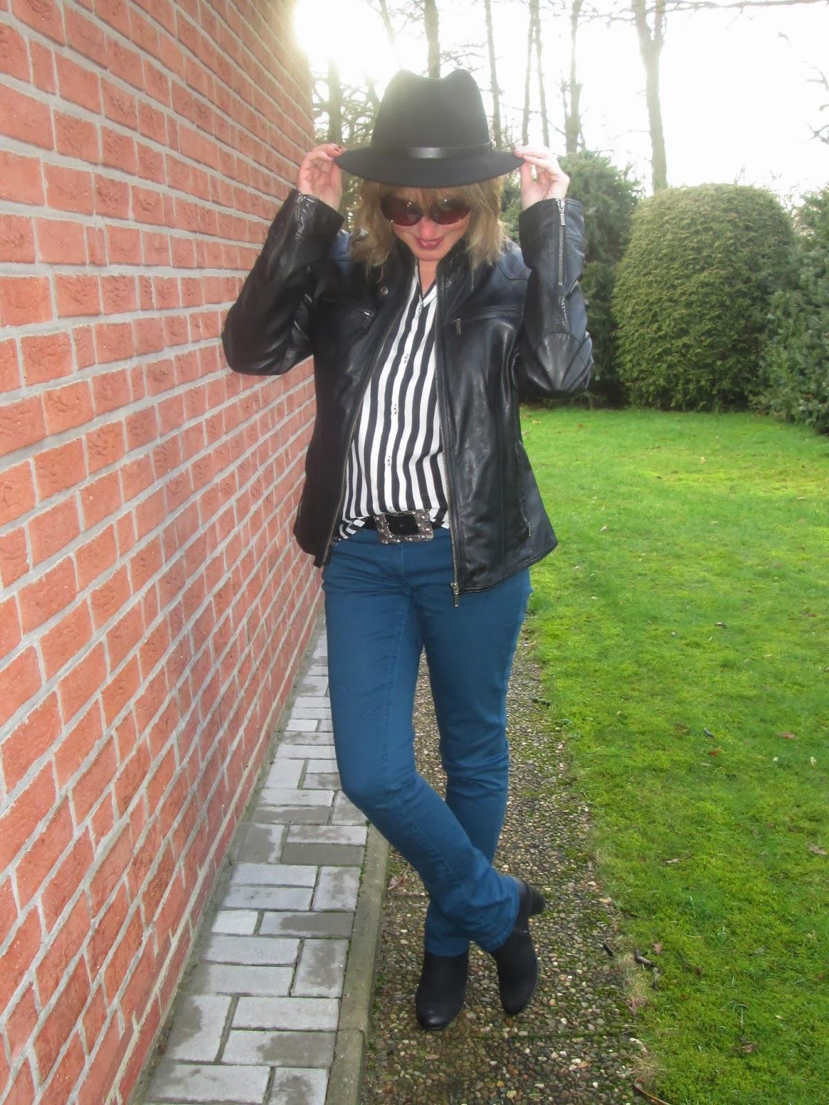 ari sunshine 40 mode blog hamburg schleswig holstein outfit mit neuer streifenbluse. Black Bedroom Furniture Sets. Home Design Ideas