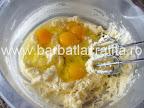 Paleuri fursecuri cu crema preparare reteta - incorporam ouale