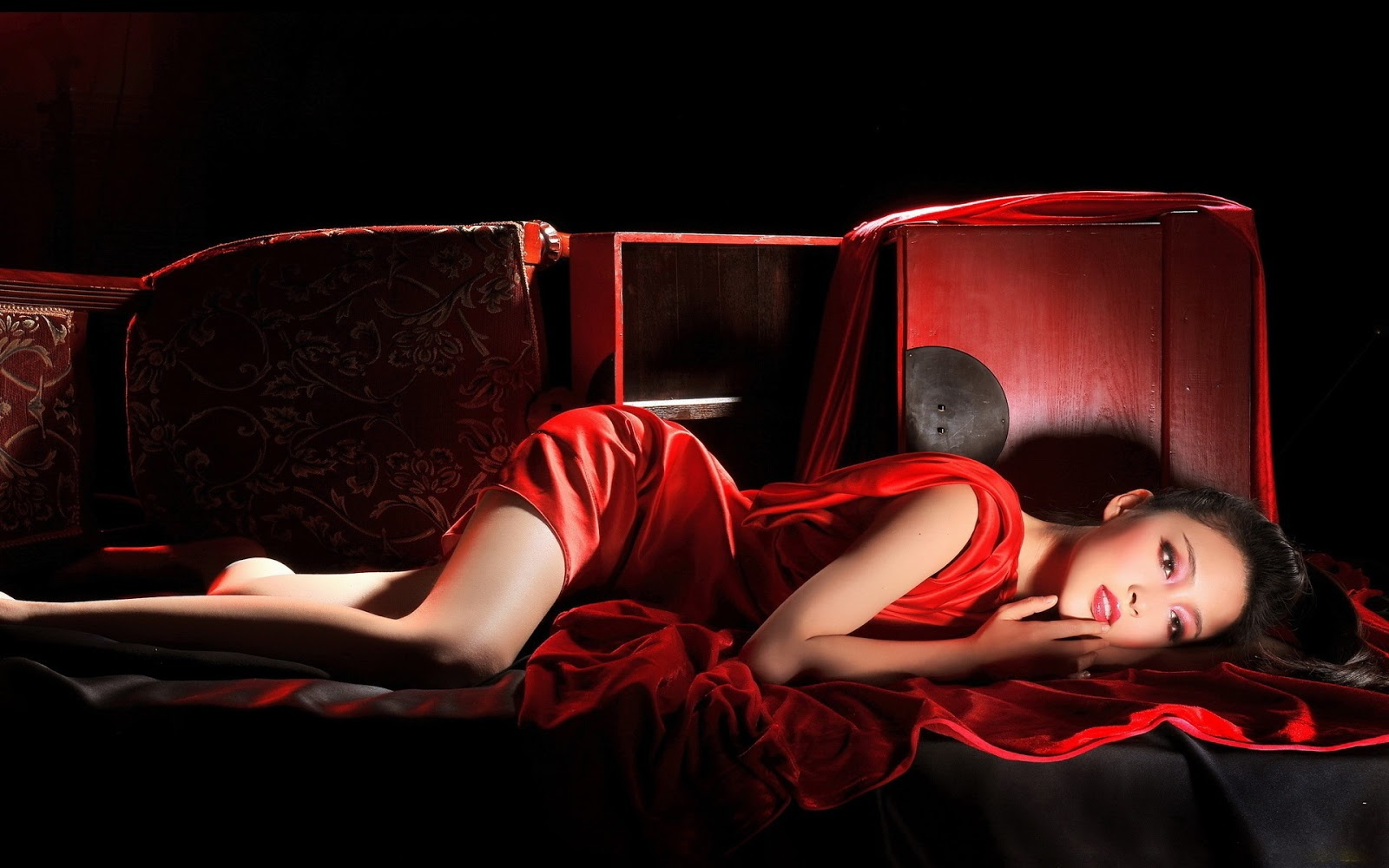 Crveno ... - Page 10 Woman-in-red-72295