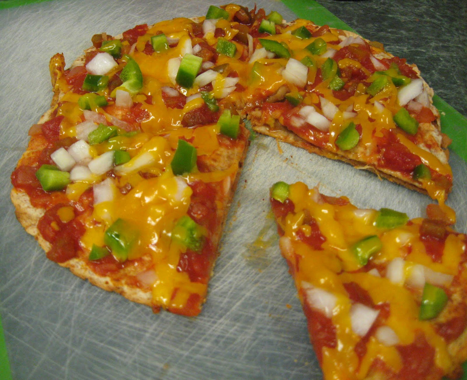 Debbi Does Dinner... Healthy & Low Calorie: Southwest Tortilla Pizzas