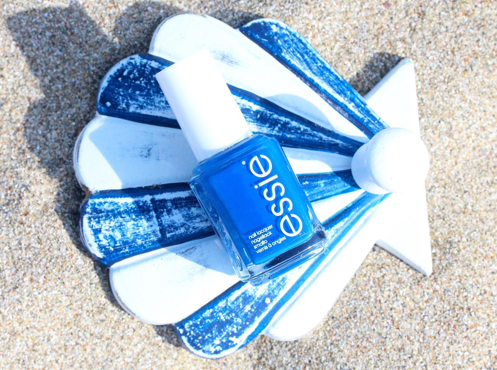 essie mezmerised nail polish