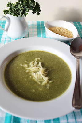 Zupa z jarmużu z makaronem